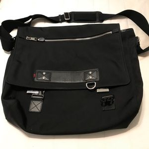 ADDITIONAL PICS GUCCI TRAVEL LAPTOP CROSSBODY BAG